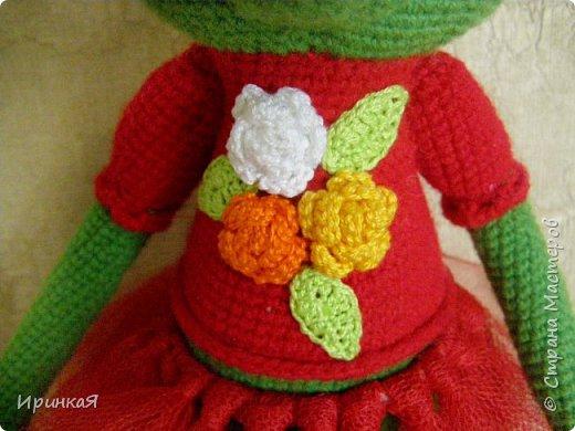 Связалась у меня модница Царевна-лягушка по МК Дианы Пацкун. Я влюбилась в нее с первого взгляда она мне ответила взаимностью и не капризничала весь процесс создания. Рост игрушки 37 см без короны) фото 3