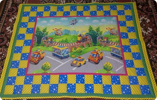 Сразу понятно, что одеялко сшито для мальчишки! Столько разного транспорта! Таков и был заказ. фото 1
