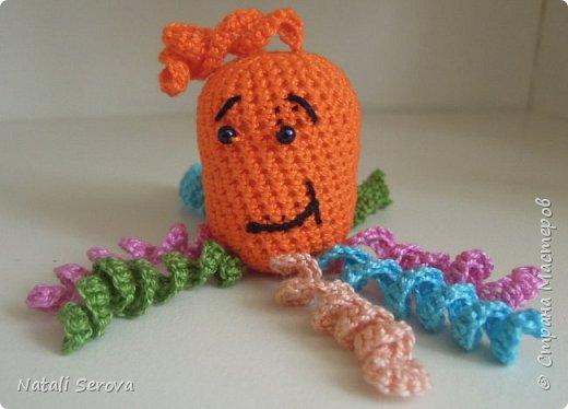 Вот такие игрушки-погремушки связались в подарок малышам фото 2