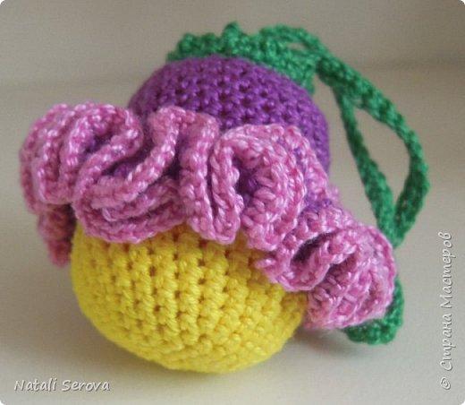 Вот такие игрушки-погремушки связались в подарок малышам фото 3