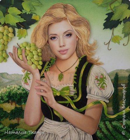 Здравствуйте, дорогие друзья, жители замечательной Страны Мастеров!!!! Сегодня я к вам с осенней работой. Вот и сложилась у меня коллекция . Как всегда  в работе использовала несколько техник ( сама девушка и виноград  - квиллинг, листья винограда - бумагоплпстика, горы - папье-маше, деревья, виноградники - торцевание. Фон - бумага для пастели, тонировала мелками для пастели, бумажные полосы - 1,5 мм. Формат картины - 40 х 40 см.  Приятного просмотра!    фото 2