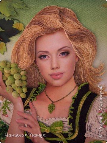 Здравствуйте, дорогие друзья, жители замечательной Страны Мастеров!!!! Сегодня я к вам с осенней работой. Вот и сложилась у меня коллекция . Как всегда  в работе использовала несколько техник ( сама девушка и виноград  - квиллинг, листья винограда - бумагоплпстика, горы - папье-маше, деревья, виноградники - торцевание. Фон - бумага для пастели, тонировала мелками для пастели, бумажные полосы - 1,5 мм. Формат картины - 40 х 40 см.  Приятного просмотра!    фото 5