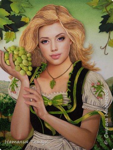 Здравствуйте, дорогие друзья, жители замечательной Страны Мастеров!!!! Сегодня я к вам с осенней работой. Вот и сложилась у меня коллекция . Как всегда  в работе использовала несколько техник ( сама девушка и виноград  - квиллинг, листья винограда - бумагоплпстика, горы - папье-маше, деревья, виноградники - торцевание. Фон - бумага для пастели, тонировала мелками для пастели, бумажные полосы - 1,5 мм. Формат картины - 40 х 40 см.  Приятного просмотра!    фото 3