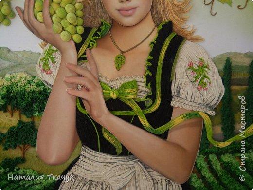 Здравствуйте, дорогие друзья, жители замечательной Страны Мастеров!!!! Сегодня я к вам с осенней работой. Вот и сложилась у меня коллекция . Как всегда  в работе использовала несколько техник ( сама девушка и виноград  - квиллинг, листья винограда - бумагоплпстика, горы - папье-маше, деревья, виноградники - торцевание. Фон - бумага для пастели, тонировала мелками для пастели, бумажные полосы - 1,5 мм. Формат картины - 40 х 40 см.  Приятного просмотра!    фото 13