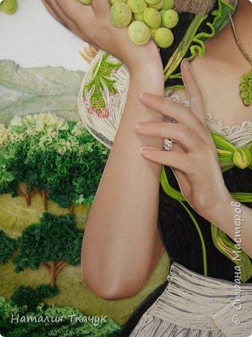 Здравствуйте, дорогие друзья, жители замечательной Страны Мастеров!!!! Сегодня я к вам с осенней работой. Вот и сложилась у меня коллекция . Как всегда  в работе использовала несколько техник ( сама девушка и виноград  - квиллинг, листья винограда - бумагоплпстика, горы - папье-маше, деревья, виноградники - торцевание. Фон - бумага для пастели, тонировала мелками для пастели, бумажные полосы - 1,5 мм. Формат картины - 40 х 40 см.  Приятного просмотра!    фото 10