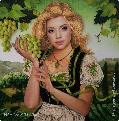 Здравствуйте, дорогие друзья, жители замечательной Страны Мастеров!!!! Сегодня я к вам с осенней работой. Вот и сложилась у меня коллекция . Как всегда  в работе использовала несколько техник ( сама девушка и виноград  - квиллинг, листья винограда - бумагоплпстика, горы - папье-маше, деревья, виноградники - торцевание. Фон - бумага для пастели, тонировала мелками для пастели, бумажные полосы - 1,5 мм. Формат картины - 40 х 40 см.  Приятного просмотра!    фото 1