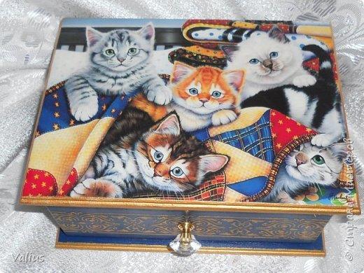 Добрый день! Я сегодня с котятками пришла. Долго вынашивала идею шкатулки-пенала размером 25х19 см, но ничего не придумывалось. Случайно наткнулась на картинку с котятками и ... опа... вот они! Не буду много писать, просто посмотрите, буду  очень рада, если приглянется моя шкатулочка... фото 1
