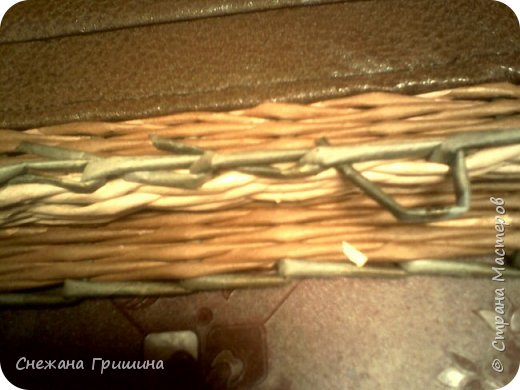 Здравствуйте дорогие соседи и жители Страны Мастеров!!!! Сделала я вот такой короб для бумаг,простой,без всяких наворотов...так попросили!! Размер короба 50 на 40 высота 35 см. Крышка на хомутиках,дно из винилис-кожи,на крышке декорация из мятой акварельной бумаге,состареная морилкой мокко и позолоченая! Сверху на коробе патина золотая фото 15