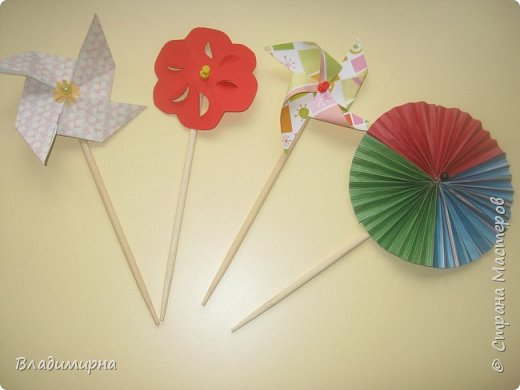 """Вертушку- игрушку  """"ветерок"""" можно купить в магазине, а можно сделать самим. Проводила для детей КОП """"Почему вертушка крутиться""""?  В процессе подготовки нашла множество разных вариантов, некоторые из них сделала сама.  фото 1"""