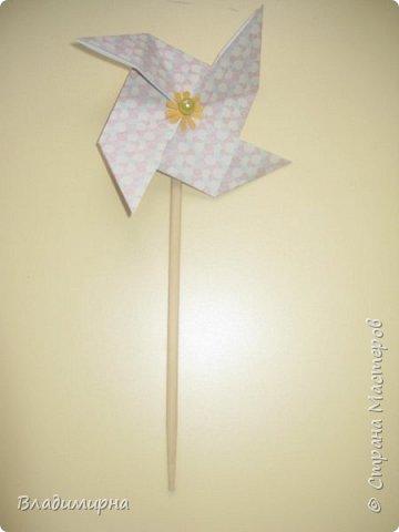 """Вертушку- игрушку  """"ветерок"""" можно купить в магазине, а можно сделать самим. Проводила для детей КОП """"Почему вертушка крутиться""""?  В процессе подготовки нашла множество разных вариантов, некоторые из них сделала сама.  фото 3"""