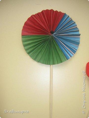 """Вертушку- игрушку  """"ветерок"""" можно купить в магазине, а можно сделать самим. Проводила для детей КОП """"Почему вертушка крутиться""""?  В процессе подготовки нашла множество разных вариантов, некоторые из них сделала сама.  фото 5"""