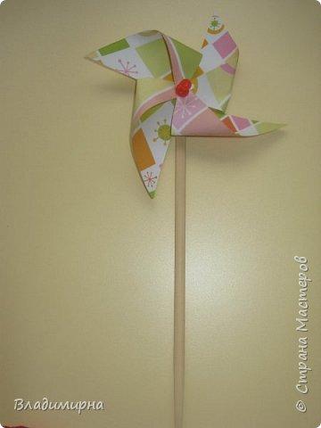 """Вертушку- игрушку  """"ветерок"""" можно купить в магазине, а можно сделать самим. Проводила для детей КОП """"Почему вертушка крутиться""""?  В процессе подготовки нашла множество разных вариантов, некоторые из них сделала сама.  фото 2"""