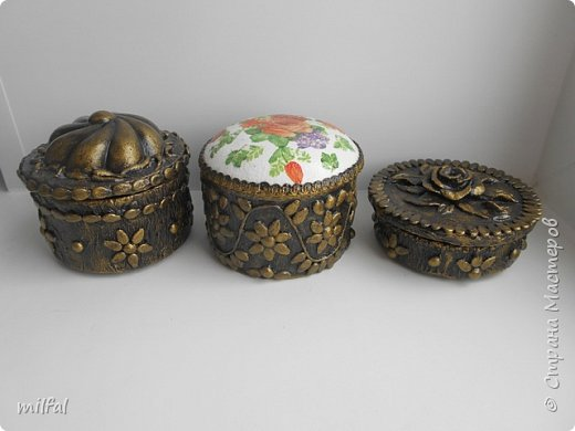 Шкатулки получились из консервных банок. фото 1