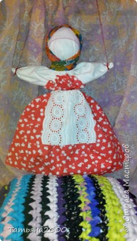 Куколка-оберег на деревянном крестике фото 1