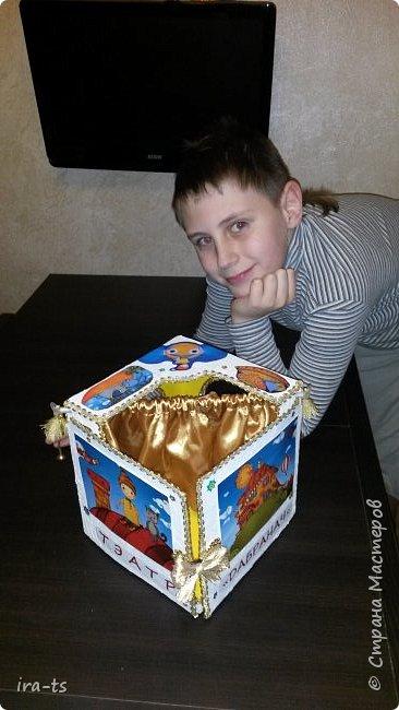 Встречайте результат многодневного (точнее, многовечернего) труда - домашний театр! Это подарок моей доченьке-звёздочке Алёнушке. Помогал старший сын, Лёша. А младший сынок Алесик не мешал, что в его возрасте огромное достижение!))) фото 1