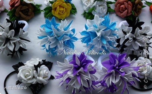 Пять тонированных роз на ленте для косы и две белых на зажиме... фото 12