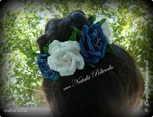 Пять тонированных роз на ленте для косы и две белых на зажиме... фото 5