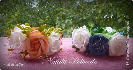 Пять тонированных роз на ленте для косы и две белых на зажиме... фото 8