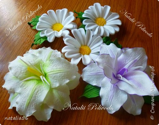Пять тонированных роз на ленте для косы и две белых на зажиме... фото 10