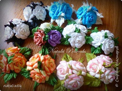 Пять тонированных роз на ленте для косы и две белых на зажиме... фото 14