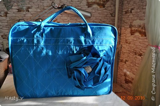 Вот такую замечательную сумку для ИЗО сшила нам наша бабушка. Внучка в восторге!  Спереди сумка украшена цветком. фото 1