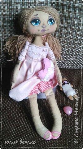 Здравствуй,Страна мастеров и ее жители!Сегодня хочу показать Вам свои работы.Кукол я шью относительно недавно, и во многом благодаря мастерам страны.Эту куколку зовут Василиса,именно  такое имя придумала ей ее мамочка,девочка Маша. фото 6