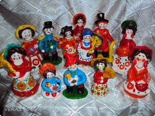 Дымковские барышни и господа, кормилицы и няньки. Поделки детей 5-9 лет. фото 1