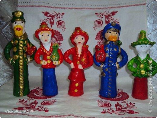 Абашевская игрушка: офицеры и барыни.