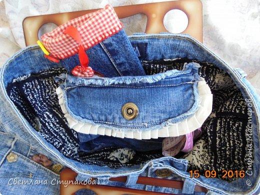Очень люблю джинсу . Вот и появились следующие две сумки-сестрички. Вид спереди - всё строго и лаконично. фото 8