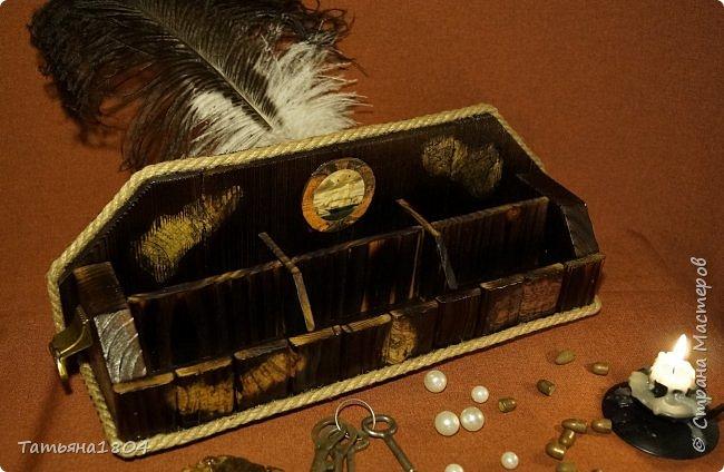 """Короб изготовлен """"с нуля"""" вручную. Обжиг, брашировка, декор при помощи джутового шпагата и декупажа кусочками старинной карты. По бокам - ручки. фото 3"""