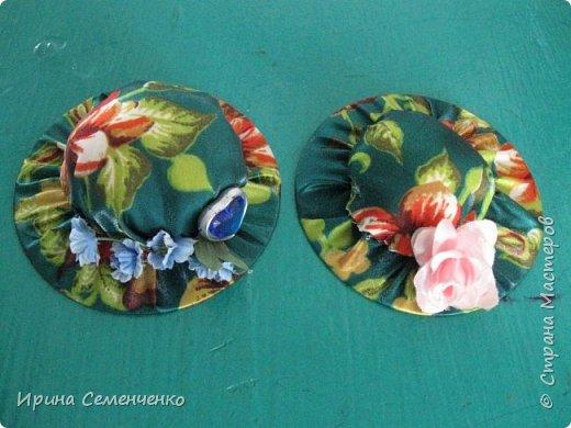 """Вот такие шляпы игольницы сделали мои воспитанники на кружке """"Умелые руки"""". Основа использованные диски,верх круг, наполненный ватой или синтепоном. Украшаем  цветами ,бусинами . фото 1"""