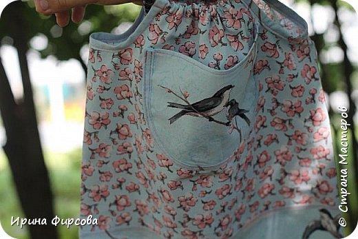 Моя младшая дочь Ася несколько лет носила сумку, которая, как оказалась, для неё очень удобна и практична. Долго искали похожую в магазинах...а потом, просто решила сшить аналогичную из тех тканей, которые были дома))) фото 20