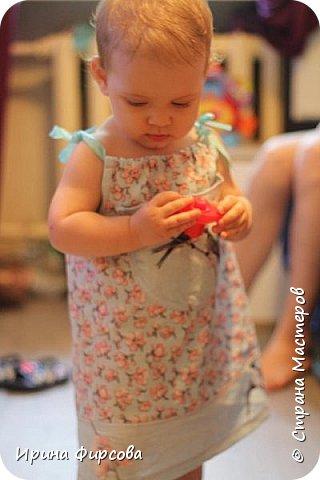 Моя младшая дочь Ася несколько лет носила сумку, которая, как оказалась, для неё очень удобна и практична. Долго искали похожую в магазинах...а потом, просто решила сшить аналогичную из тех тканей, которые были дома))) фото 22