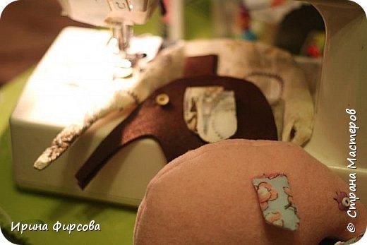 Моя младшая дочь Ася несколько лет носила сумку, которая, как оказалась, для неё очень удобна и практична. Долго искали похожую в магазинах...а потом, просто решила сшить аналогичную из тех тканей, которые были дома))) фото 14