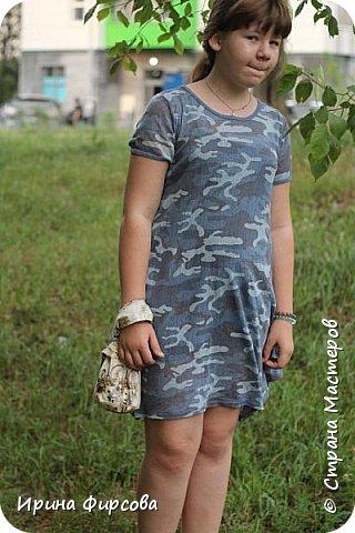 Моя младшая дочь Ася несколько лет носила сумку, которая, как оказалась, для неё очень удобна и практична. Долго искали похожую в магазинах...а потом, просто решила сшить аналогичную из тех тканей, которые были дома))) фото 8