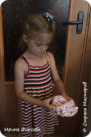 Моя младшая дочь Ася несколько лет носила сумку, которая, как оказалась, для неё очень удобна и практична. Долго искали похожую в магазинах...а потом, просто решила сшить аналогичную из тех тканей, которые были дома))) фото 12