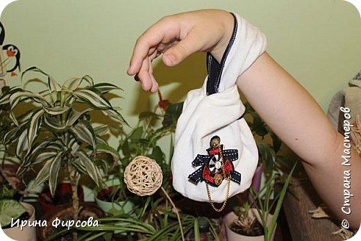 Моя младшая дочь Ася несколько лет носила сумку, которая, как оказалась, для неё очень удобна и практична. Долго искали похожую в магазинах...а потом, просто решила сшить аналогичную из тех тканей, которые были дома))) фото 11