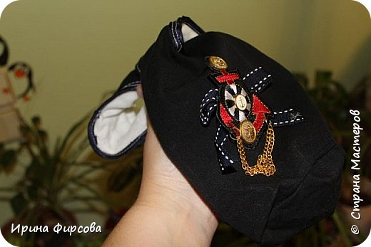 Моя младшая дочь Ася несколько лет носила сумку, которая, как оказалась, для неё очень удобна и практична. Долго искали похожую в магазинах...а потом, просто решила сшить аналогичную из тех тканей, которые были дома))) фото 10