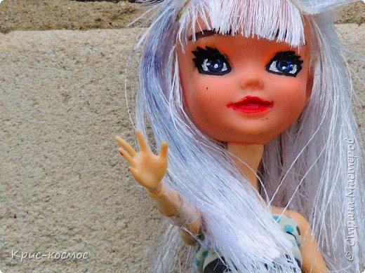 Привет, СМ! У меня появилась новая Барби и я связала ей новое платье. Приехала она ещё в субботу, просто обновок не было. И ещё у Арзу с Белью головы поменяла и Бель- шарнирка. Ей я сделала ООАК  и перепрошивку  волос. Барби я назвала Маринет.  фото 7