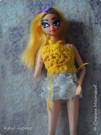 Привет, СМ! У меня появилась новая Барби и я связала ей новое платье. Приехала она ещё в субботу, просто обновок не было. И ещё у Арзу с Белью головы поменяла и Бель- шарнирка. Ей я сделала ООАК  и перепрошивку  волос. Барби я назвала Маринет.  фото 8
