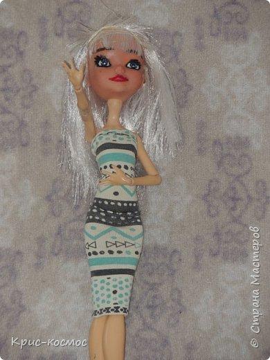Привет, СМ! У меня появилась новая Барби и я связала ей новое платье. Приехала она ещё в субботу, просто обновок не было. И ещё у Арзу с Белью головы поменяла и Бель- шарнирка. Ей я сделала ООАК  и перепрошивку  волос. Барби я назвала Маринет.  фото 9