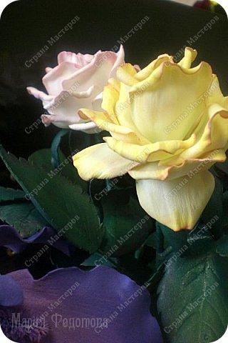 Добрый день,дорогие гости!Продолжаю осваивать так полюбившийся мной фоамиран. Сегодня у меня ирисы бородатые и розы на стебле.Цветы изготовлены для интерьерной композиции,чем буду еще дополнять букет - пока не знаю...размышляю.Вот он - мой красавчик!Такой хорошенький получился - аж пищу от удовольствия! Пока их три...хочу сделать еще несколько - другого цвета. Ирис бородатый изготовлен по МК чудесной мастерицы Марины Ченцовой. Фоамиран иранский.Тонировка масляной пастелью.... фото 10