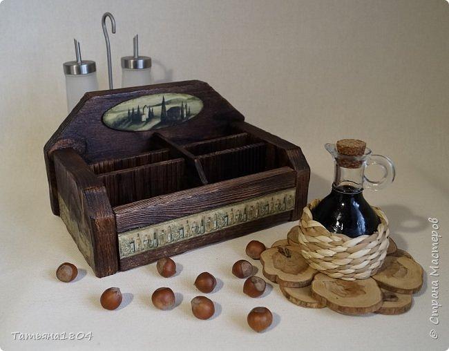 """Короб для специй """"Оливковый"""" с шестью ячейками. Изготовлен вручную полностью """"с нуля"""". Обжиг, брашировка, декор бумажными распечатками и декупаж салфетками. фото 1"""