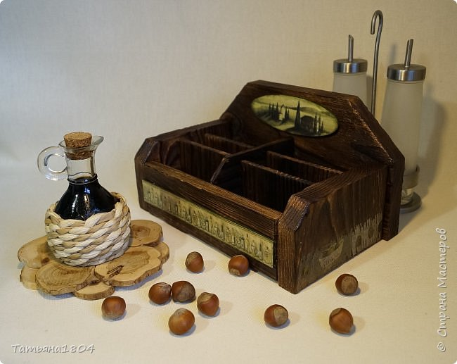 """Короб для специй """"Оливковый"""" с шестью ячейками. Изготовлен вручную полностью """"с нуля"""". Обжиг, брашировка, декор бумажными распечатками и декупаж салфетками. фото 4"""