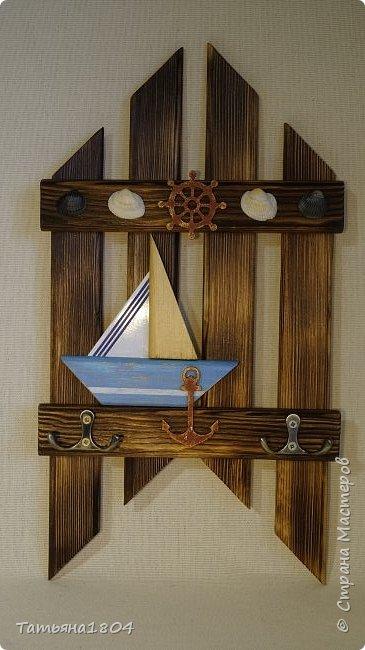 Три ключницы. Изготовлены из деревянных реек с обжигом и брашировкой. .  фото 4