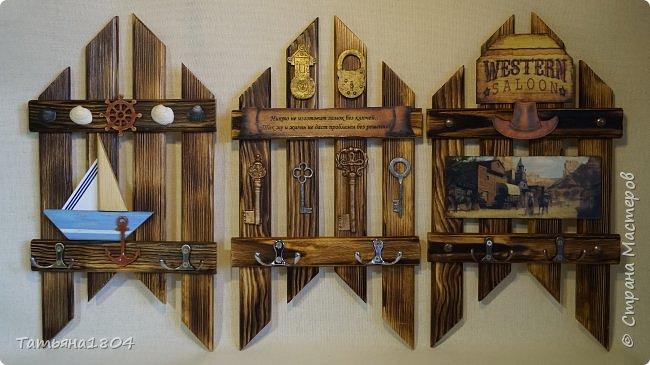 Три ключницы. Изготовлены из деревянных реек с обжигом и брашировкой. .  фото 5