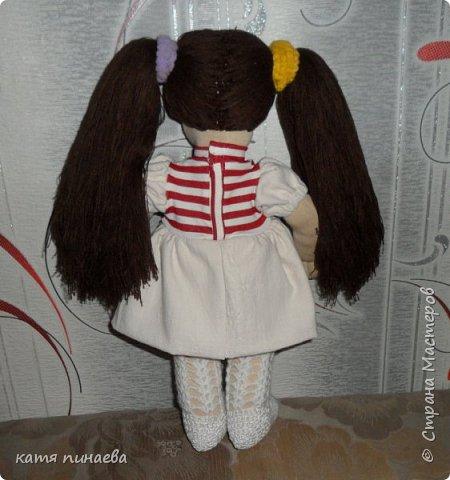 попробовала сделать куклу в новой для себя технике - с объемным лицом, делала первый раз, косяков хватает, сначала просто решила попробовать сделать голову, потом уже к ней решила добавить туловище, с размером так и не угадала, делала почти на глаз, ну что получилось, что получилось вся одежда снимается, можно делать разные прически, ростиком кукла получилась 40 см ручки и ножки на скрытом пуговичном креплении колготки вязала сама фото 2