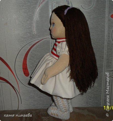 попробовала сделать куклу в новой для себя технике - с объемным лицом, делала первый раз, косяков хватает, сначала просто решила попробовать сделать голову, потом уже к ней решила добавить туловище, с размером так и не угадала, делала почти на глаз, ну что получилось, что получилось вся одежда снимается, можно делать разные прически, ростиком кукла получилась 40 см ручки и ножки на скрытом пуговичном креплении колготки вязала сама фото 3