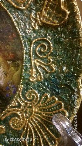 Прямой декупаж стеклянной тарелки, фацетный лак, золотой контур, по краю золотая краска фото 2