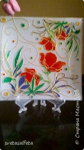 Прямой декупаж стеклянной тарелки, фацетный лак, золотой контур, по краю золотая краска фото 3